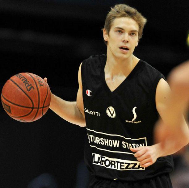 Petteri Koponen pelasi aloittavana pelintekijänä EM-karsinnoissa.