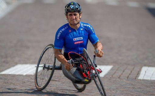 Entinen F1-kuljettaja, urheilulegenda Alex Zanardi törmäsi rekkaan järkyttävässä onnettomuudessa –kiidätettiin sairaalaan