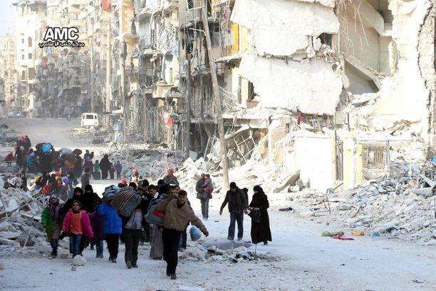 Jopa 50 000 aleppolaista on paennut viime päivinä taisteluja omalta asuinalueeltaan.