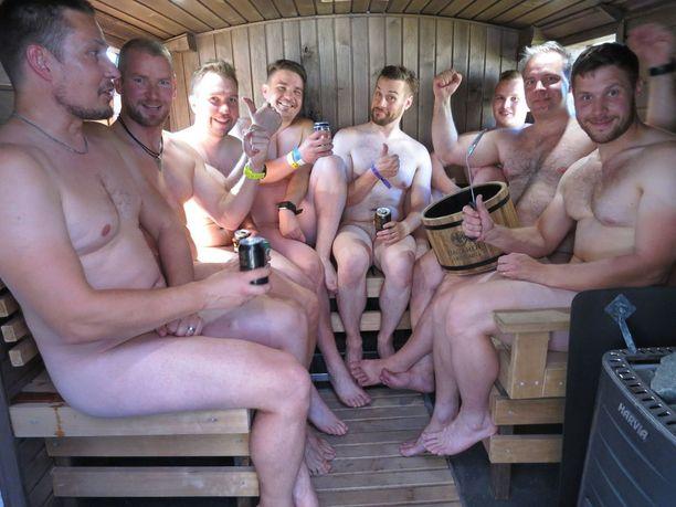 """Ennätys lauteilla on 13 miestä, nyt siellä löylyttelee """"vain"""" 8 äijää."""