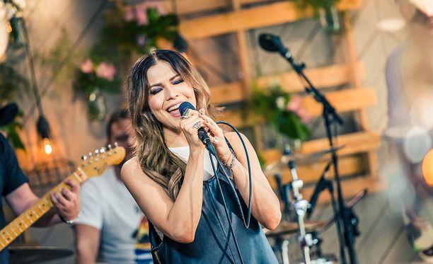 Jenni Vartiainen on tunnettu suomalainen laulaja. Tähden kappaleisiin kuuluvat esimerkiksi Ihmisten edessä ja Duran Duran.