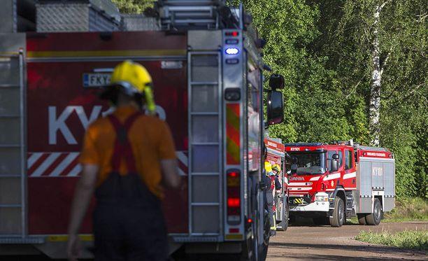 Palokunta työskenteli maastopalon parissa Kotkassa keskiviikkona.