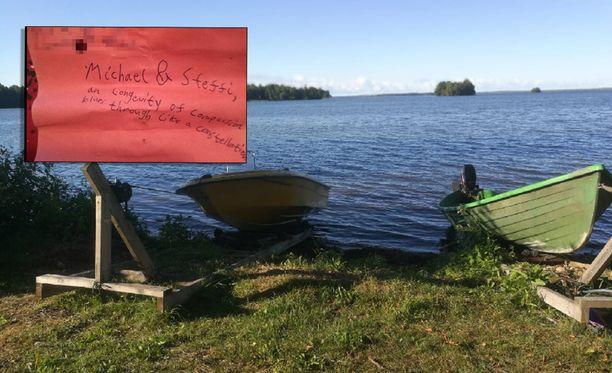 Kyseinen viesti löytyi ilmapallosta, joka löytyi oikeanpuoleisen veneen keulasta.