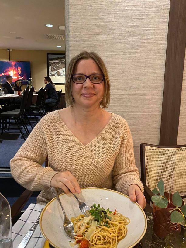 Terhi Mustakangas on tyytyväinen Oulun ravintolatarjontaan.