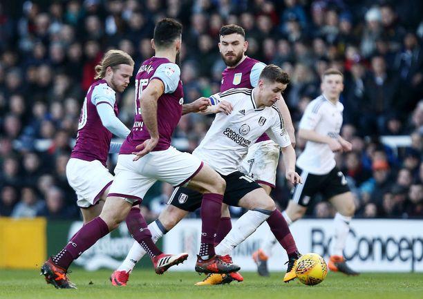 Fulhamin Tom Cairney kieputteli Aston Villa -puolustusta helmikuun Mestaruussarja-matsissa.
