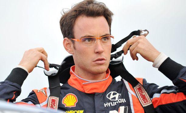 Thierry Neuville ajoi Puolassa voittoon.