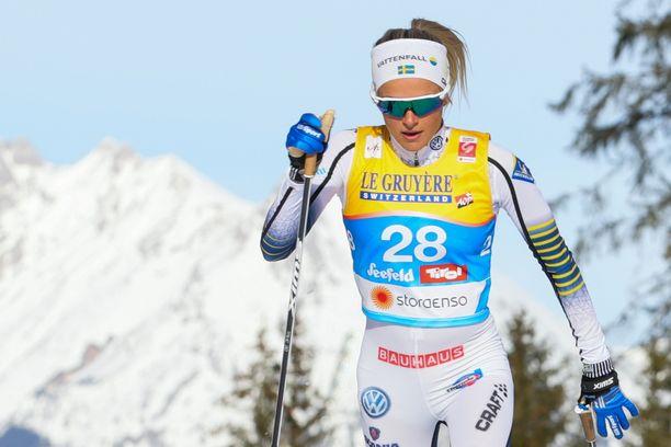Frida Karlsson hiihti MM-hopeaa perinteisen kympillä.