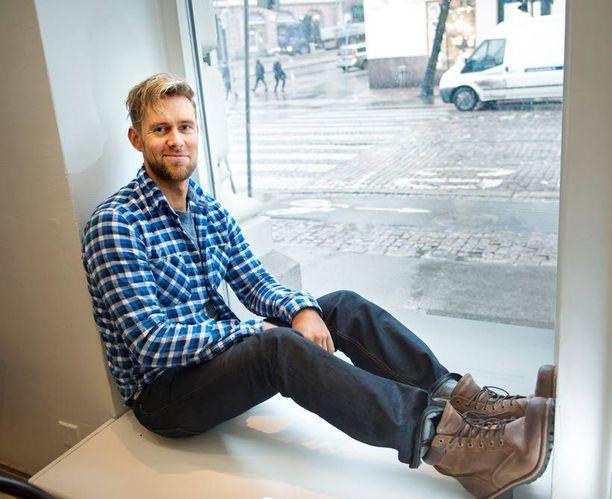 Muiden töidensä ohella Waltterilla on Waltteri Torikka Trio, joka valmistelee levyä Tapio Rautavaaran klassikko-kappaleista.