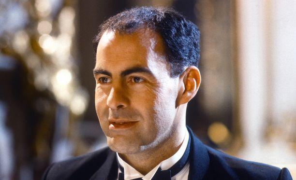 Terence Beesley nähtiin useissa tv-sarjoissa. Tämä otos on Hercule Poirot -sarjasta.