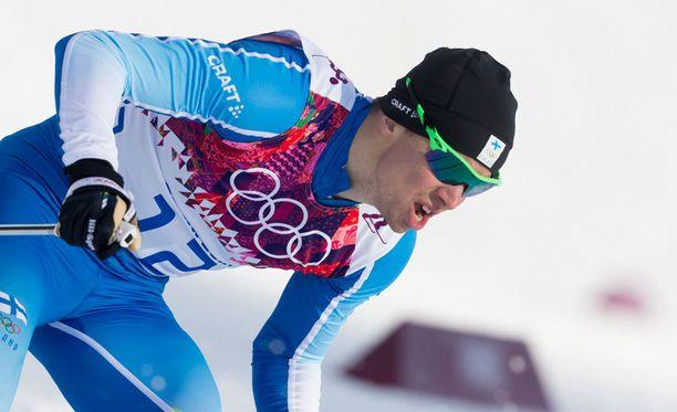 Martti Jylhällä lensi laatta Sveitsissä. Kuva Sotshin olympiakisoista.