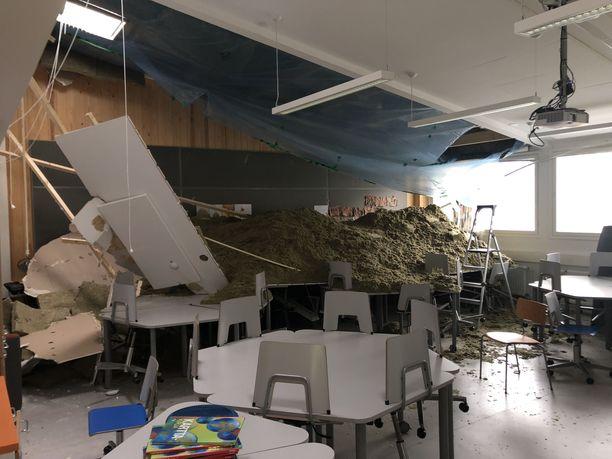 Luokkahuoneessa ei onneksi ollut ketään katon romahtaessa.