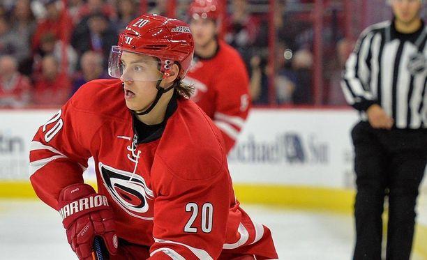 Carolina Hurricanesin Sebastian Aho saalisti syöttöpisteen viime yön NHL-ottelussa Montreal Canadiensia vastaan.