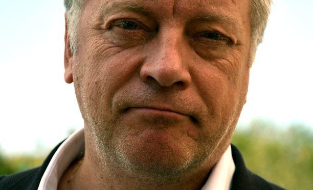 Toimittaja-kirjailija Matti Rönkän salaisuus kahden työn yhdistämisessä on elämän tehokas organisointi.