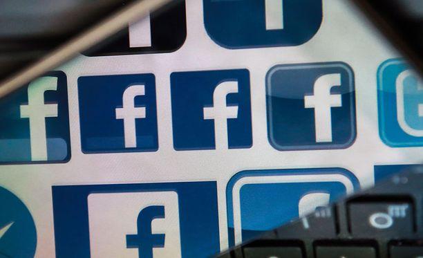 Facebook myöntää selvittävänsä parhaillaan yhden työntekijänsä kytköksiä kiistanalaiseen Cambridge Analytica -yhtiöön.