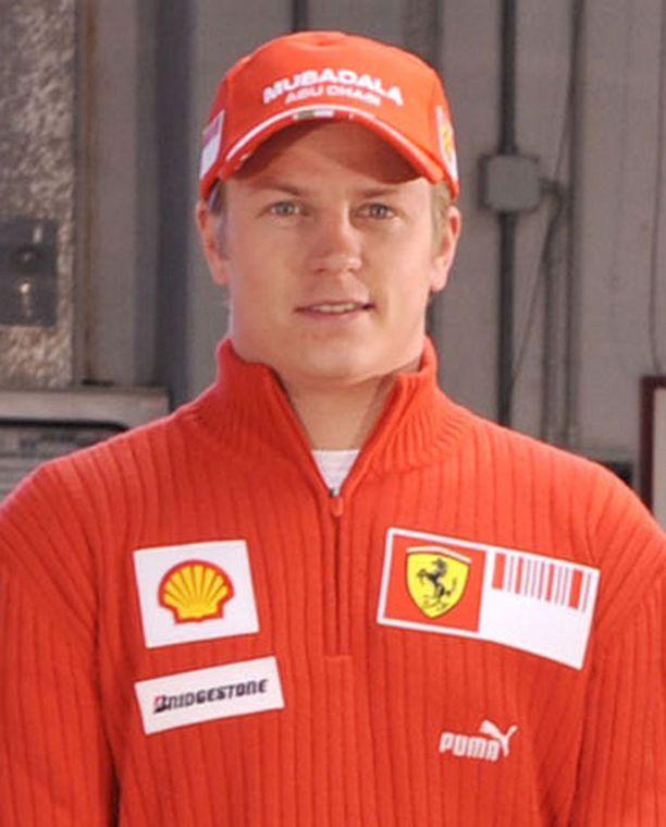 Kimi Räikkönen onnitteli ennätysmies Janne Ahosta.