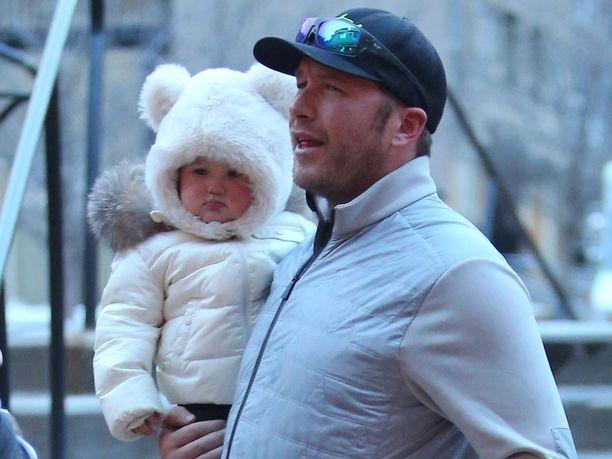 Bode Miller yhdessä tyttärensä Emeline Millerin kanssa vuosi sitten.