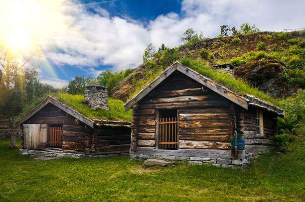 Perinteisiä pohjoismaisia tunturimökkejä, jotka voisivat olla myös Keski-Maasta.