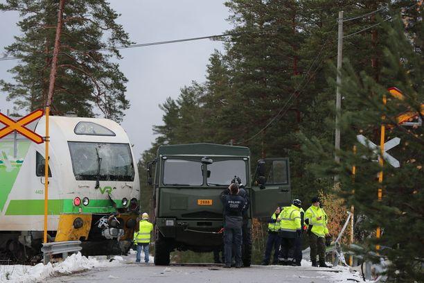 Onnettomuuspaikka sijaitsee Leksvallintien loppupäässä valtatien välittömässä läheisyydessä.