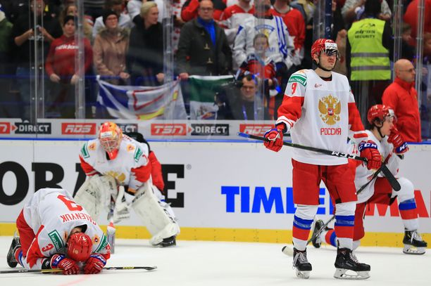 Venäläispelaajat lyyhistyivät, kun Kanadan maailmanmestaruus varmistui.