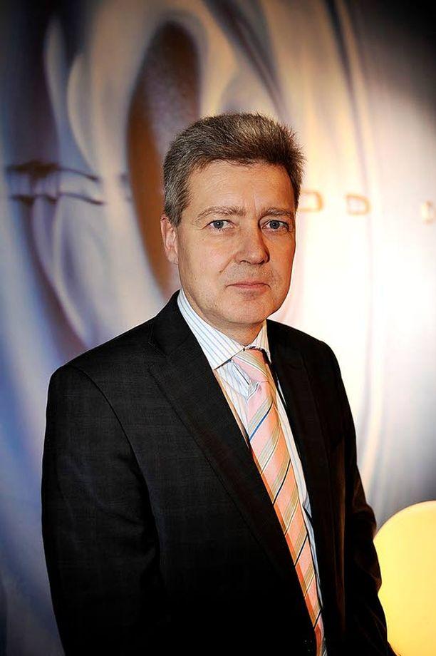 Ylen toimitusjohtaja Lauri Kivinen sai mukavan joululahjan eli puolueiden sopimuksen Ylen rahoittamisesta.
