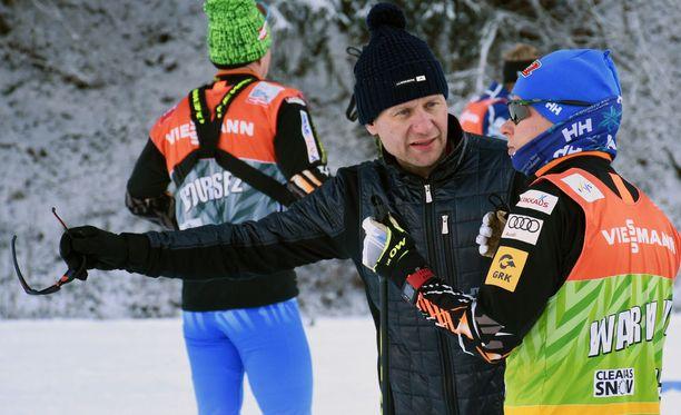 Toni Roponen jatkaa Matti Heikkisen valmentajana.