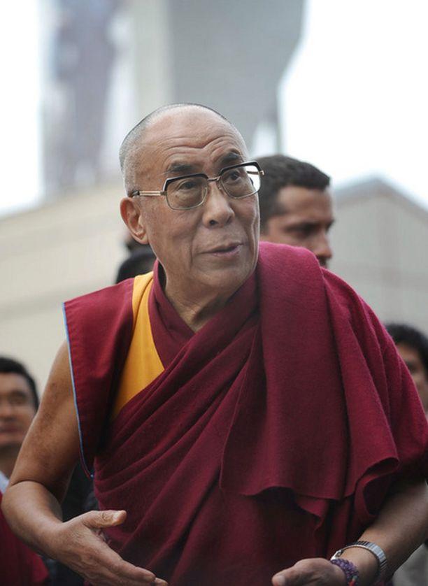Dalai Lama toivoo buddhalaisuuden oppien auttavan yritysjohtajia tekemään oikeita päätöksiä.