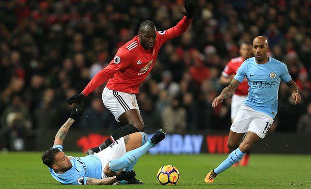 Manchester Unitedin kesällä Evertonista jättisummalla hankkima Romelu Lukaku ei onnistunut sunnuntain paikallisottelussa missään.