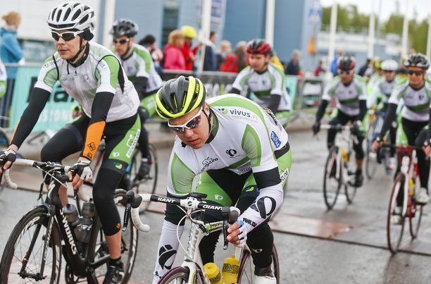 Teemu Ramstedtin tulevaisuuden haaveena on olla mukana pyöräilyn ammattilaistallissa jossain roolissa.