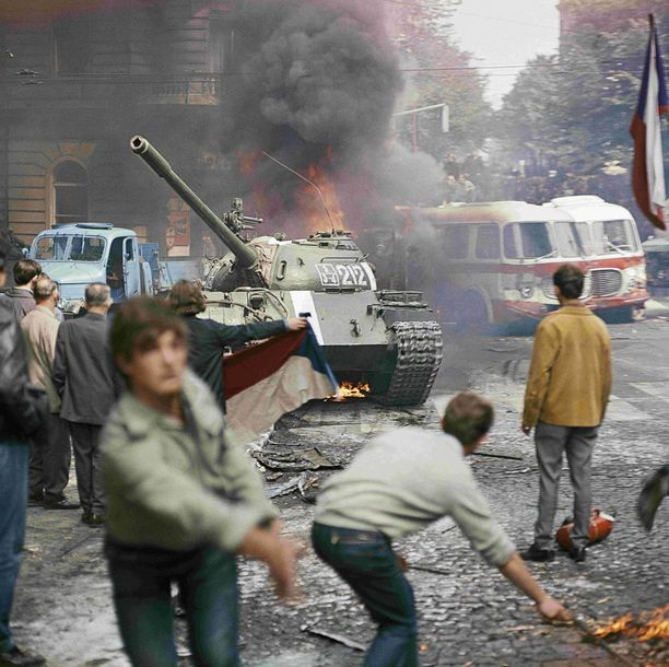 Protestit yltyivät raivokkaiksi, ja niissä kuoli kymmeniä ihmisiä.