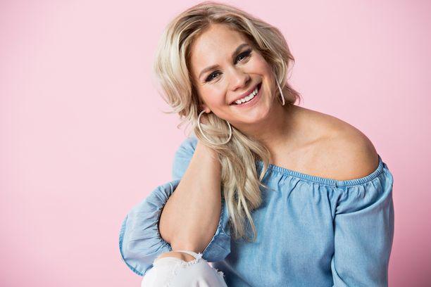 Eevi Teittinen tunnetaan myös ohjelmista Tanssii tähtien kanssa ja Fort Boyard Suomi.