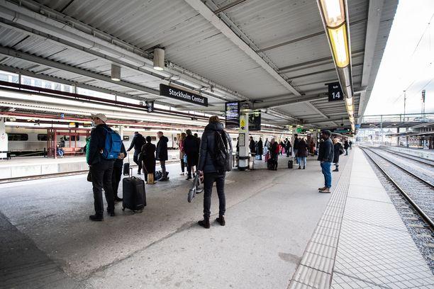 Epidemiologi Anders Tegnell lupaa, että joulun viettoon matkustaminen on Ruotsissa sallittua hurjista koronaluvuista huolimatta.