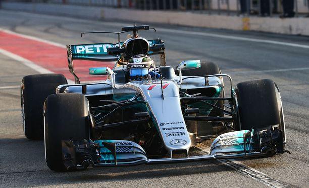 Valtteri Bottas ampaisi radalle ensimmäisenä.