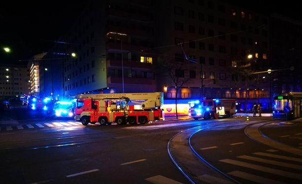 Helsinginkatu 18:ssa sijaitseva pyöräliike Baiks kärsi liiketilojen osalta mittavista savuvahingoista. Kellarin varastotilan irtaimiston arvioidaan tuhoutuneen tulipalossa täysin.
