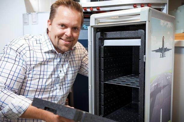 Lentoyhtiössä ruokapalveluvastaavana työskennellessään Jarmo Aurekoski keksi ratkaisun pulmaan, joka alalla oli hiertänyt iät ja ajat. Aurekosken keksimä jäähdytin säilyttää viileyden tarjoiluvaunuissa lähes vuorokauden, kun aiemmin oli päästy vain 5-6 tuntiin.