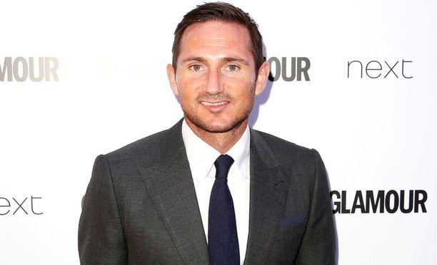 Frank Lampardin omistama asunto on muunnettu seksiluolaksi, jossa kaupitellaan huumeita.