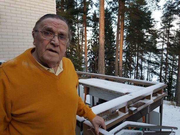 Rauli Virtanen, 80, teki historiaa Koho-mailojen tehtailijana. Huippuvuosina lähes kaikki maailman parhaat käyttivät Forssassa valmistettuja mailoja.