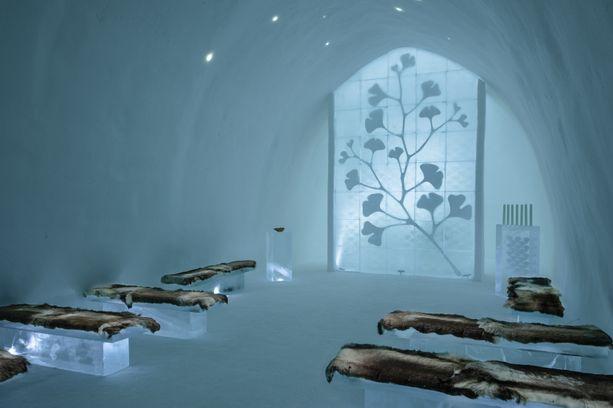 Gingko-niminen huone on somistettu neidonhiuspuun lehdillä. Huoneen ovat suunnitelleet Nina ja Johan Kauppi.