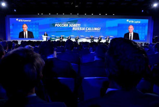 Venäjän presidentti keskusteli muun muassa Venäjän vastaisista pakotteista Venäjä kutsuu -foorumin yhteydessä.