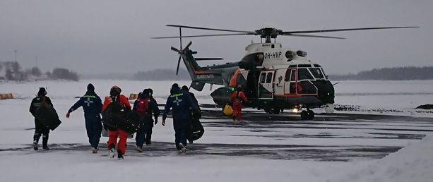Pelastushenkilöstöä vaihdettiin välillä.