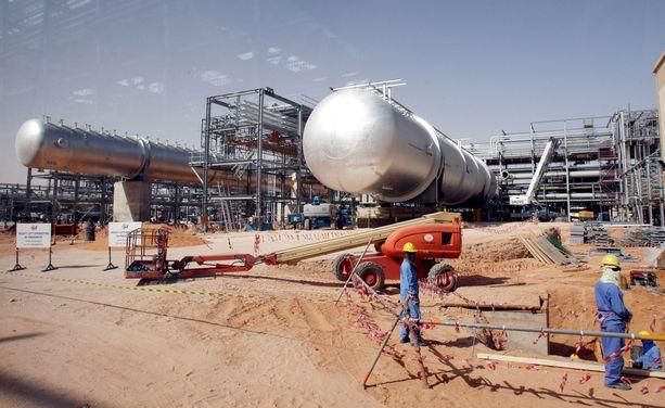 Asiantuntijat uskovat, että Saudi-Arabiassa tehtyjen iskujen vaikutukset bensan hintaan jäävät lyhytkestoiseksi.