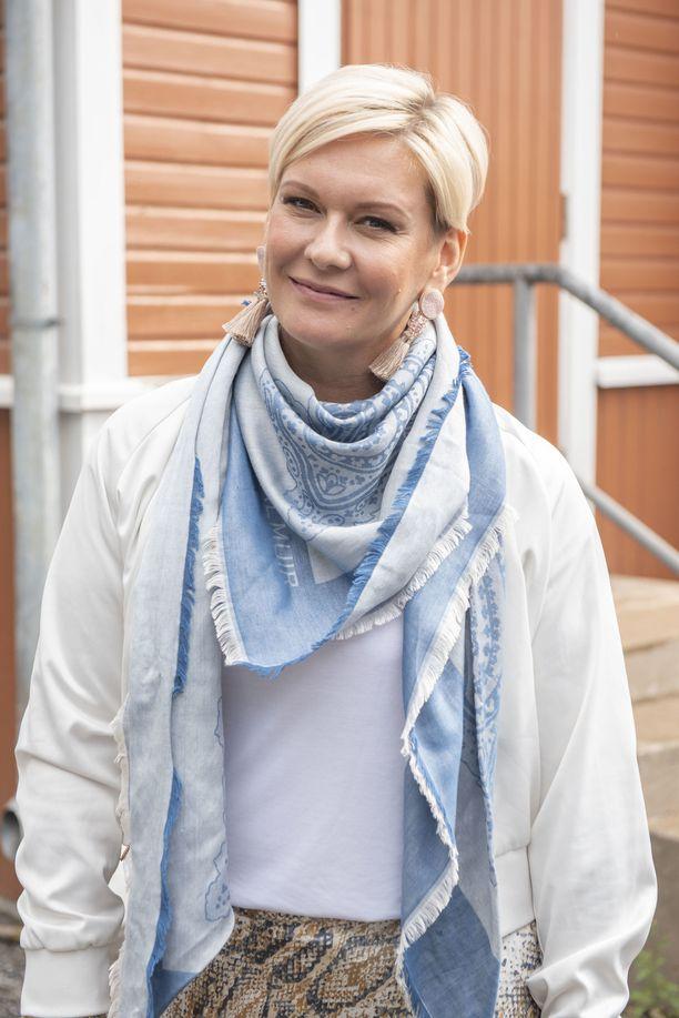 """Heidi Sohlberg vieraili maanantaina Porissa Suomi-areenan terveysaiheisessa keskustelutilaisuudessa. """"Liikunta ja positiivinen asenne kantavat pitkälle"""", entinen missi kommentoi elinvoimaisuutensa kulmakiviä."""