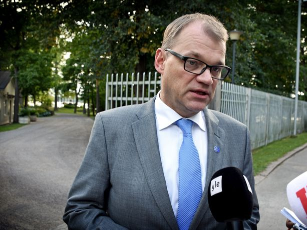 Pääministeri Juha Sipilä (kesk) on tyytyväinen välirauhaan.