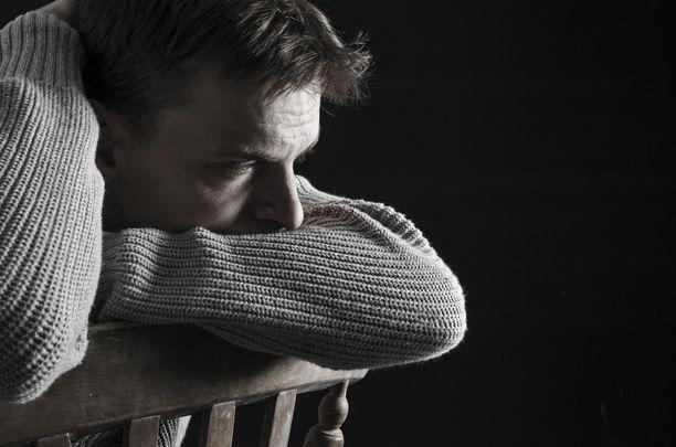 Masennus voi näyttäytyä hyvin eri tavoin eri ihmisissä. Masentunut voi vaikuttaa enemmän ärtyneeltä kuin esimerkiksi apaattiselta.