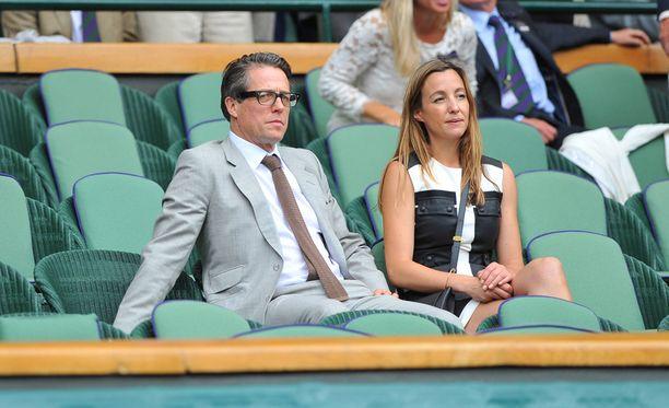 Hugh ja Anna kesällä Wimbledonin tennismatsissa.