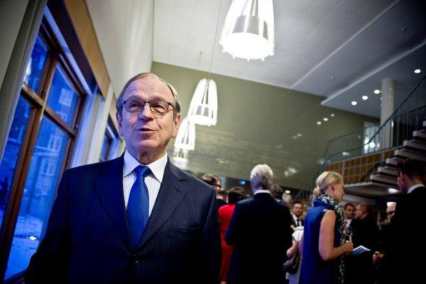 Suomen Pankin Erkki Liikanen on vaatinut muun muassa työurien pidentämistä.