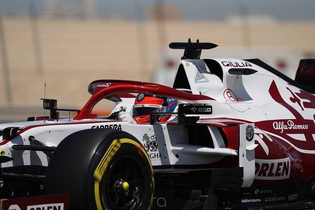 Kimi Räikkönen ajaa tälläkin kaudella Alfa Romeon tallissa.