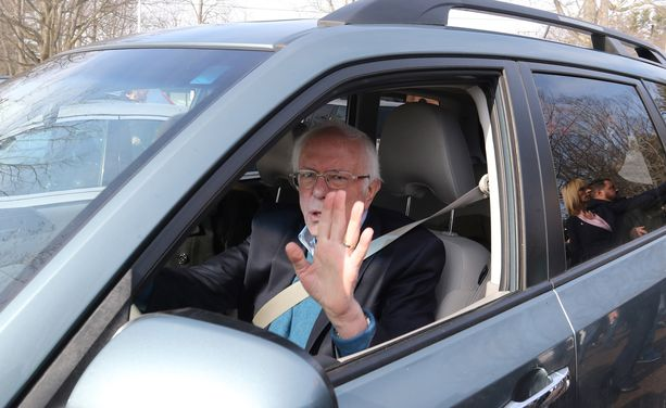 Bernie Sanders kuvattuna tiistaina, jolloin hän saapui äänestämään Vermontissa. Sanders on Vermontin osavaltion senaattori Yhdysvaltain senaatissa.