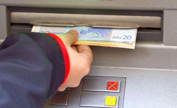 18-vuotias nettihuijari sai petoksilla tililleen yli kaksituhatta euroa, jotka rahat hän nosti. Tietokoneen omistaja ei rikoksista tiennyt.
