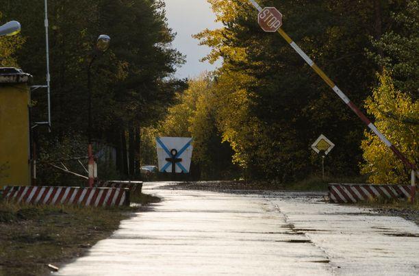 Sotilastukikohdan tarkastuspiste Nyonoksan kylässä Arkangelin alueella.