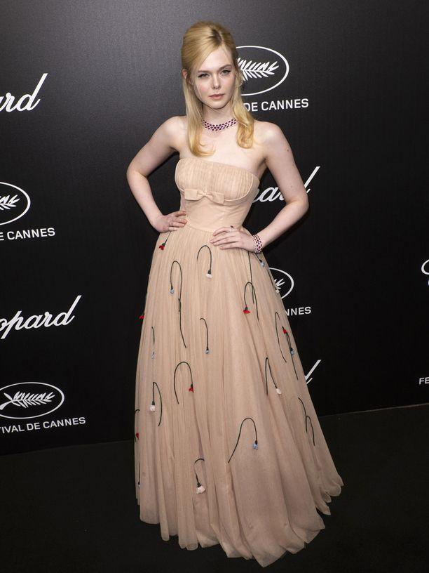 Elle Fanning osallistui Cannesin elokuvajuhliin näyttävässä mekossa.